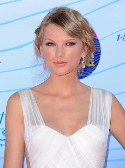 Taylor Swift arrives at the Teen Choice Awards on Sunday, July 22, 2012, in Universal City, Calif. (Photo by Jordan Strauss/Invision/AP)