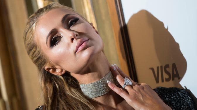 Paris Hilton berpose saat menghadiri pemutaran perdana