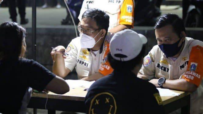 Hari Pertama PSBB Total Jakarta, 221 Orang Ditindak karena Melanggar
