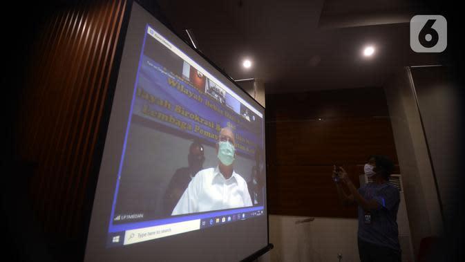 Wali Kota nonaktif Medan Tengku Dzulmi Eldin menjalani sidang pembacaan tuntutan secara video conference di Gedung KPK, Jakarta, Kamis (14/5/2020). Tengku Dzulmi Eldin terlibat dalam kasus dugaan menerima suap proyek dan jabatan pada Pemkot Medan tahun 2019. (merdeka.com/Dwi Narwoko)