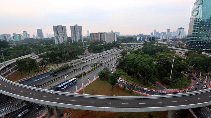 Pemandangan Simpang Susun Semanggi pada sore hari sebelum diresmikan Presiden Joko Widodo yang bertepatan dengan Hari Ulang Tahun ke-72 Kemerdekaan Republik Indonesia (17/08) (Liputan6.com/Johan Tallo)