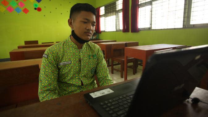 Satu-satunya Siswa yang Tak Punya Ponsel, Agung Terpaksa Ujian Tatap Muka di Sekolah