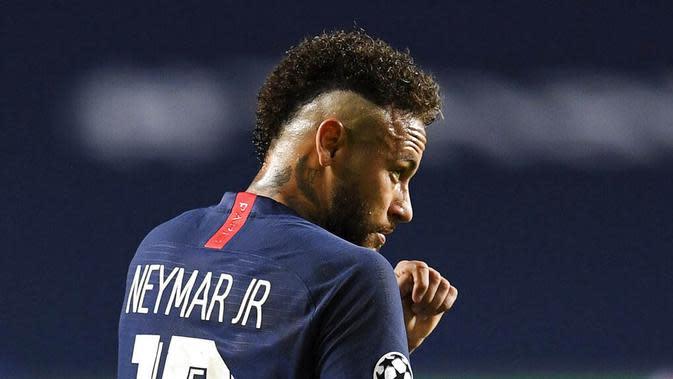Pemain Paris Saint-Germain (PSG), Neymar, saat melawan Bayern Munchen pada laga final Liga Champions di Stadion The Luz, Portugal, Senin (24/8/2020). Bayern Munchen menang 1-0 atas PSG. (David Ramos/Pool via AP)