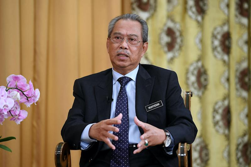 Bersatu president Tan Sri Muhyiddin Yassin insisted that he must be fair in upholding the party's constitution regardless of the positions of those who violated its articles. — Bernama pic