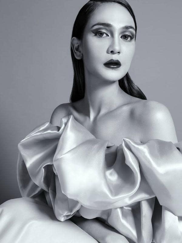 Luna Maya dalam tantangan women supporting women (Instagram/lunamaya)