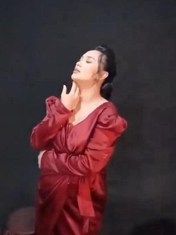 Penyanyi dangdut Zaskia Gotik juga salah satu selebriti yang memiliki investasi kontrakan. Perempuan asal Bekasi itu membuat beberapa rumah kontrakan di Sukatani, Cikarang Bekasi.(Sumber: Instagram/@zaskia_gotix)