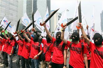 May Day marked by global workers' protests