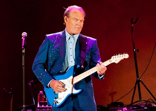 Glen Campbell Says Farewell in Final L.A. Concert