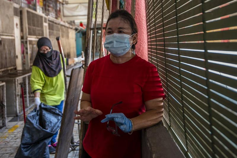 Fruit stall operator Bee Ching said that had the authorities notified market traders earlier or given them several hours to remove perishable goods, they would not have had to deal with massive losses and a major clean-up.