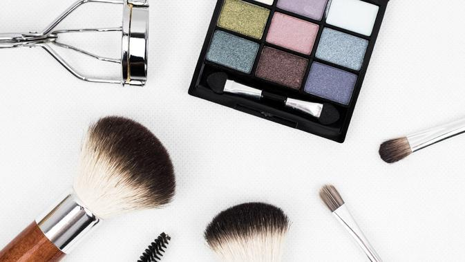 Ilustrasi makeup (dok. Pixabay.com/kinkate/Putu Elmira)