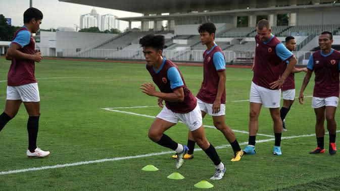 PSM saat uji lapangan di Stadion Madya, Jakarta, Selasa (25/2/2020), jelang menjamu Shan United di Piala AFC 2020. (Bola.com/Abdi Satria)