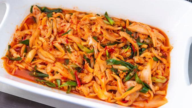 tumis jamur tiram pedas/copyright by Ryan Wijaya Tan (Shutterstock)