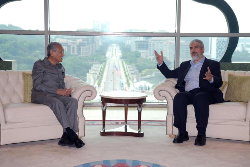 Prime Minister Tun Dr Mahathir Mohamad speaks to former Hamas chairman Khalid Meshaal at Perdana Putra May 22, 2019. — Bernama pic