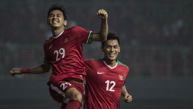 3. Septian David Maulana berhasil mencetak gol debut bersama Timnas Indonesia senior. Tidak hanya gelandang Mitra Kukar itu, Rezaldi Hehanusa juga mampu membukukan gol pada debutnya. (Bola.com/Vitalis Yogi Trisna)