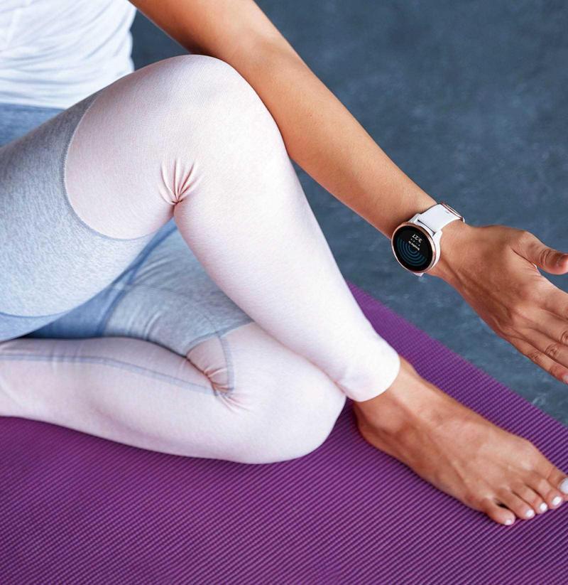 Venu AMOLED GPS內建的運動選項相當多元,包括瑜伽、皮拉提斯、滑雪、衝浪等,都可從錶面螢幕選擇。(圖/Garmin提供)