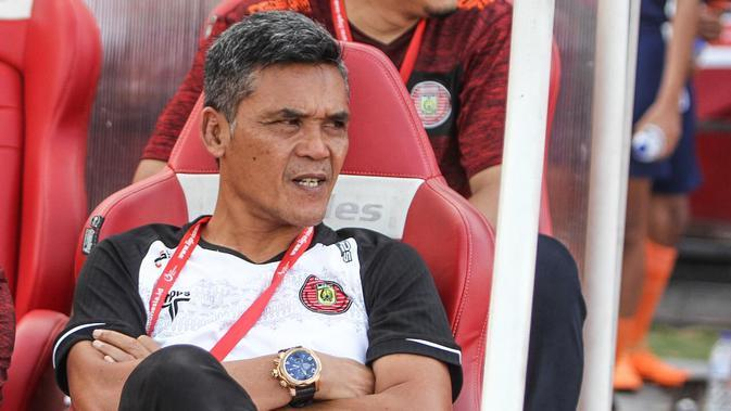 Pelatih Persiraja Banda Aceh, Hendri Susilo. (Bola.com/Permana Kusumadijaya)