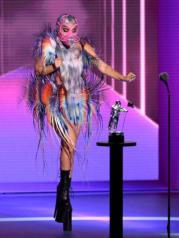 Tampilan heboh Lady Gaga di MTV VMA 2020 denagn parade masker unik yang bikin takjub. (Instagram Lady Gaga)