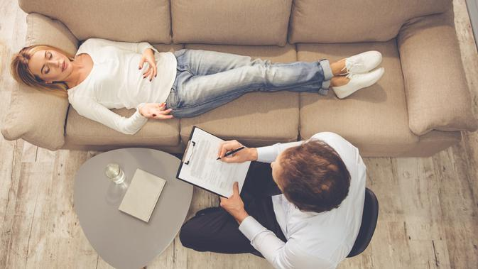 Jurnalis bisa konsultasi ke psikolog bila didera stres, cemas, dan depresi. (iStockphoto)