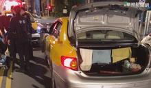 計程車疑A柱擋視線 右轉撞飛員警