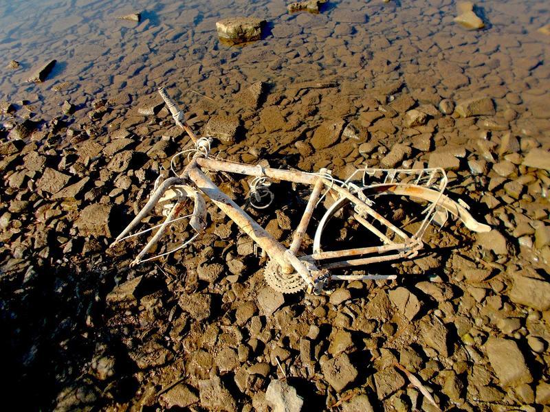 環保組織表示,這些被任意丟棄在河中的腳踏車,上頭的金屬會隨著時間逐漸分解,會破壞野生動物的生存環境。(示意圖,非新聞提及人事物/取自Pixabay)