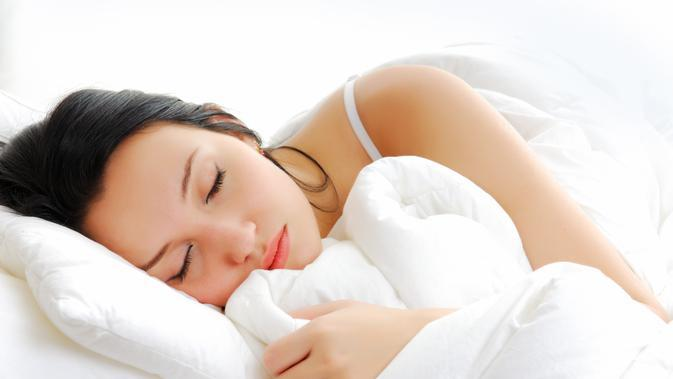 Kebiasaan makan sebelum tidur ternyata ada dampak buruknya.