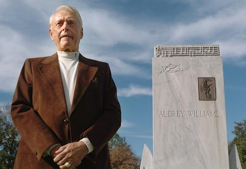 Charles Carr is shown at the graves of Hank and Audrey Williams in Oakwood Cemetery in Montgomery, Ala. in this Monday, January 1, 2007 photo. Carr died on Monday July 1, 2013, after a brief illness. He was 77. Carr was driving Hank Williams through Oak Hill, W. Va., when Williams died on New Year's Day in 1953. (AP Photo/Montgomery Advertiser, Julie Bennett)