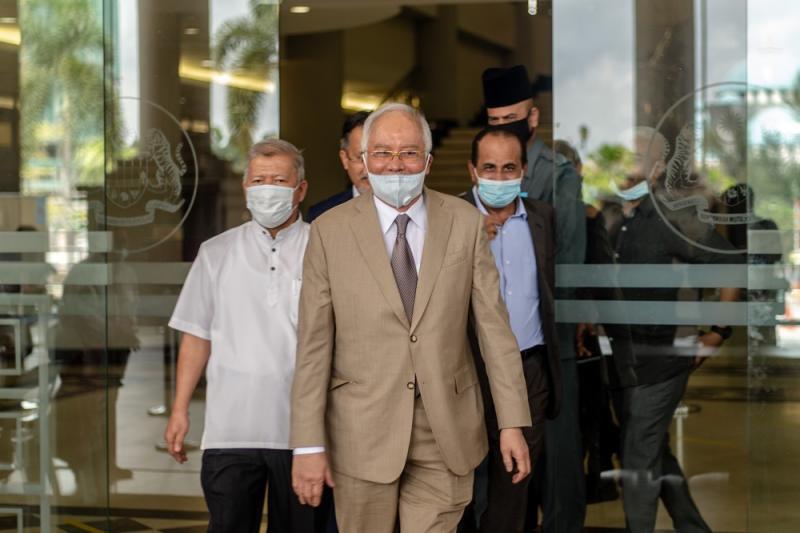 Datuk Seri Najib Razak is seen leaving the Kuala Lumpur High Court June 5, 2020. ― Picture by Firdaus Latif