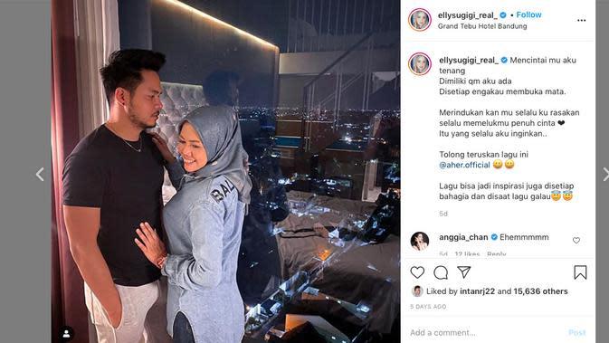 Elly Sugigi bersama kekasihnya