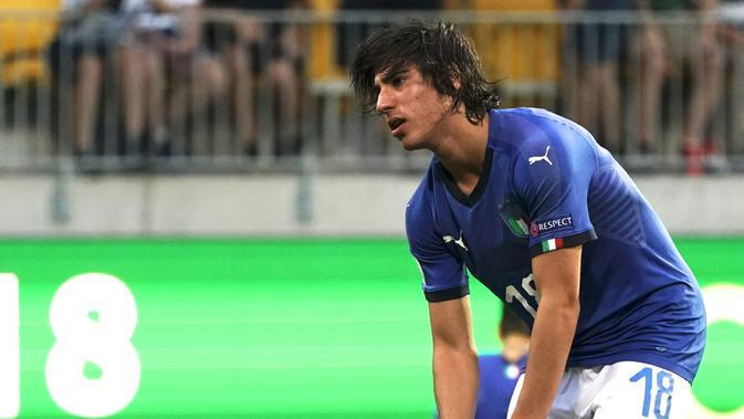 Sandro Tonali ketika membela Timnas Italia. (AFP/Timo Aalto)