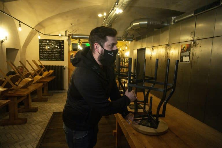 Czech restaurants, bars to close after virus spike