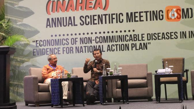 Prof Budi Hidayat S.KM., MPPM., PhD dari CHEPS-UI. Pertemuan Ilmiah Tahunan (PIT) Indonesian Health Economic Association (InaHEA) ke-6 di Bali Nusa Dua Convention Center pada Rabu, 6 Oktober 2019 membahas langkah-langkah guna mencegah komplikasi diabetes. (Aditya Eka Prawira/Liputan6.com)