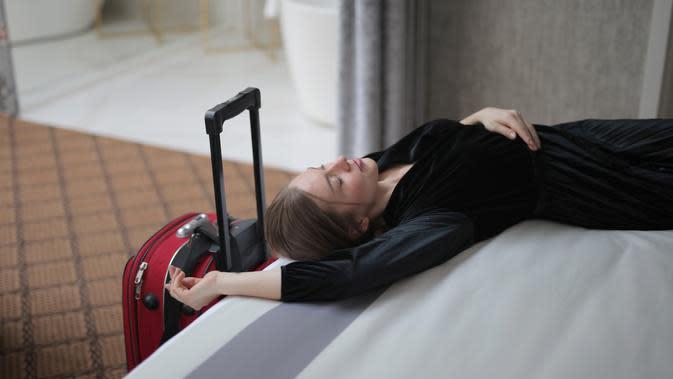 Ilustrasi staycation di hotel. (dok. Pexels/Andrea Piacquadio)