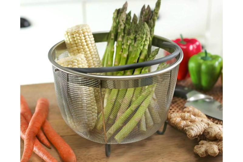 hatrigo-steamer-basket-with vegetables in it