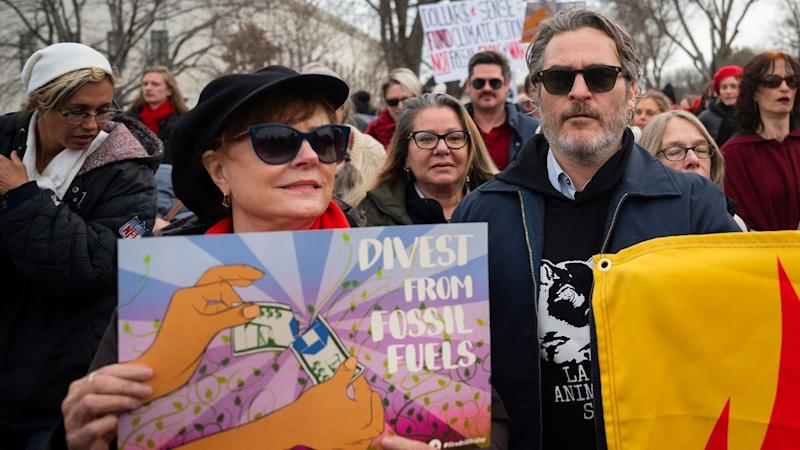 Fonda takes to the D.C. streets every Friday in support of a Green New Deal.