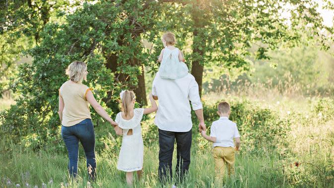 Ilustrasi keluarga. (Photo by irinamurza on Unsplash)