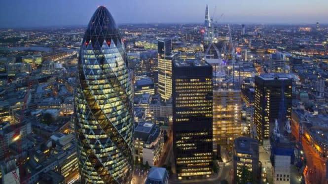 Pemerintah Inggris Kasih Bonus Warganya yang Kembali Ngantor