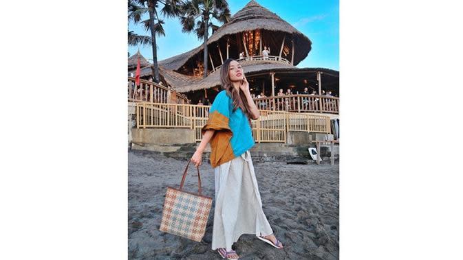 6 Pesona Mesty Mez, Istri Gerald Yohanes 'Anak Langit' yang Cantik Menawan (sumber: Instagram.com/meztymez)