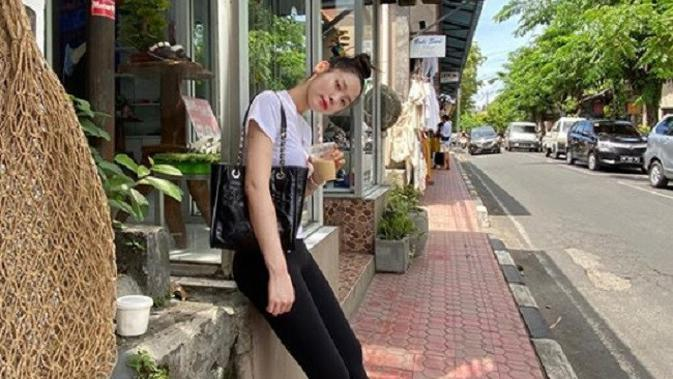 Seolhyun AOA tengah berlibur di Bali. (Instagram/@sh_951)