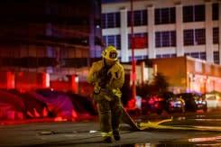 11 petugas pemadam kebakaran terluka saat atasi api di Los Angeles