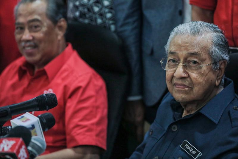 Tun Dr Mahathir Mohamad speaks to reporter at a press conference at the Bukhary Foundation, Kuala Lumpur January 17, 2020. — Picture by Hari Anggara