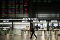 Larangan perjalanan karena virus pisahkan keluarga meski penguncian dilonggarkan