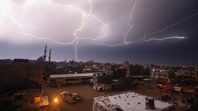 Cuaca Hari Ini: Waspada Hujan Petir di Langit Jaksel dan Jaktim