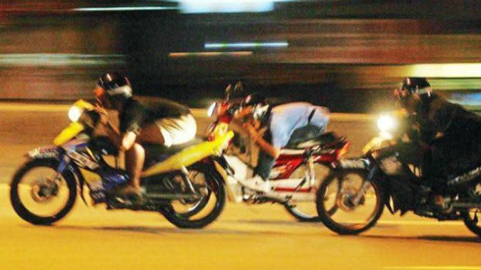 Aksi Mat Rempit alias balap liar di Malaysia (TheStar.com.my)