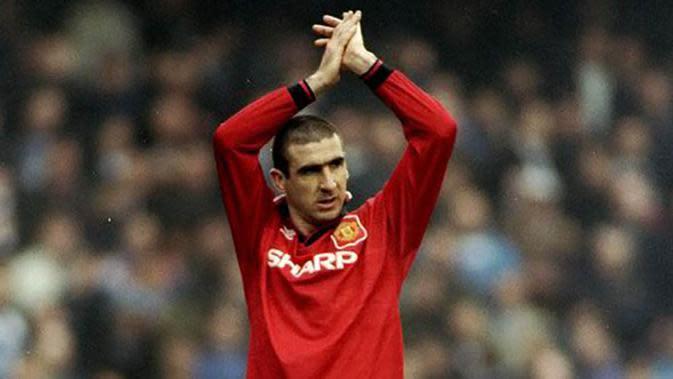 Eric Cantona dibeli MU dari Leeds United dengan harga 1,2 juta poundsterling. King Cantona sukses mencetak 82 gol untuk United dalam jangka waktu lima musim. (Bola.com/Istimewa)