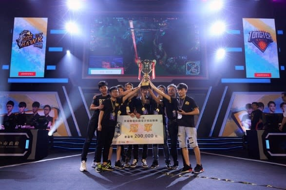第一屆 LSC《英雄聯盟》校園電競聯賽冠軍:北城蒼鷹隊。