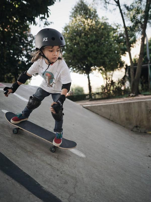 Potret Bjorka Anak Ringgo Agus Rahman Main Skateboard. (Sumber: Instagram.com/ringgoagus)
