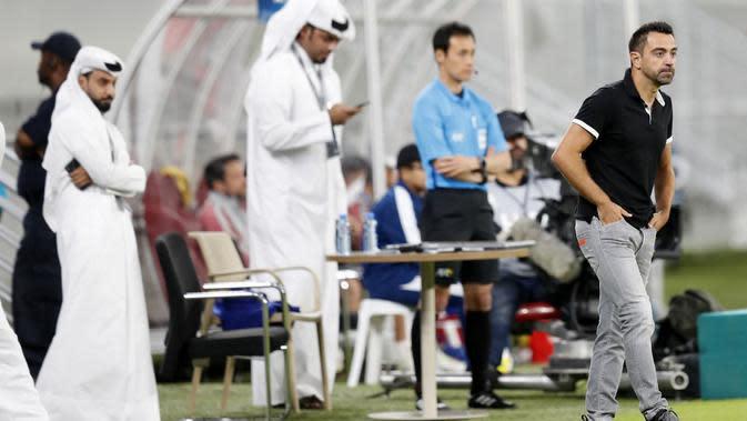 Xavi saat mendampingi timnya, Al Sadd, dalam laga 16 besar Liga Champions Asia kontra sesama klub Qatar, Al Duhail, di Al-Janoub Stadium, Al Buckayro, Selasa (6/8/2019). (AFP)