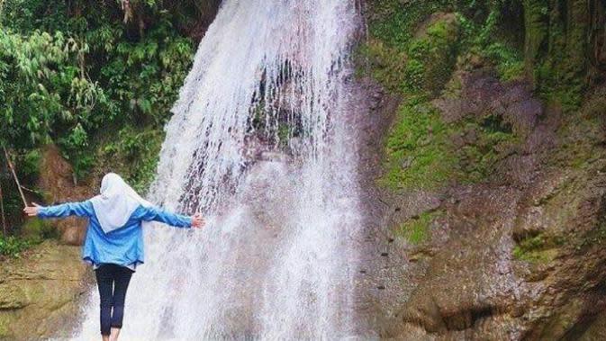 Air Terjun Durbugen, Madura. (kunjungjatim.blogspot.com)