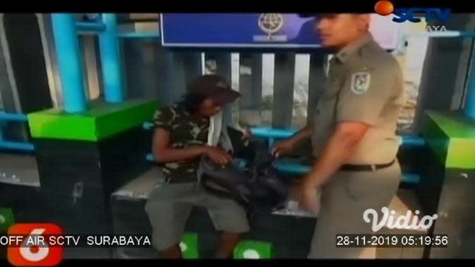 VIDEO: Petugas Pol PP Razia 40 Pengemis dan Anak Jalanan di Tuban
