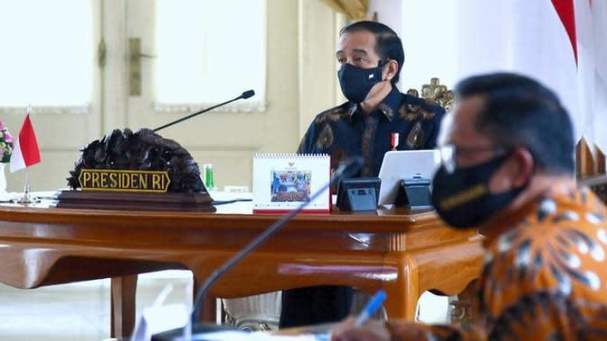 Presiden Jokowi mengingatkan para kepala daerah fokus mengendalikan COVID-19 dan mengampanyekan penerapan protokol kesehatan saat ratas di Istana Kepresidenan Bogor, Jawa Barat, Selasa (1/9/2020). (Kementerian Sekretariat Negara)
